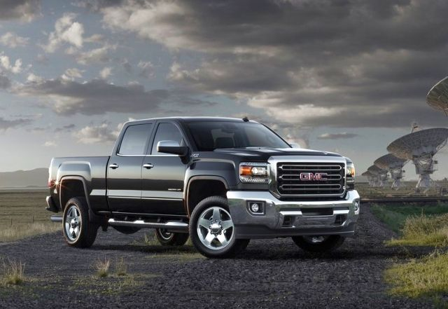 2015_GMC_SIERRA_SLT_Z71_2500HD_4x4_pick-up_front_pic-1
