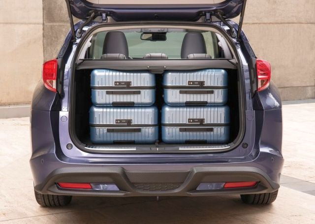 2015_HONDA_CIVIC_TOURER_trunk_pic-6