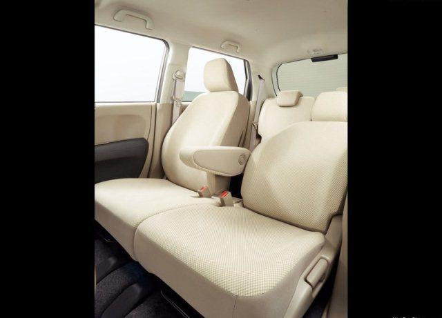 2015_HONDA_N_ONE_backseats_pic-14