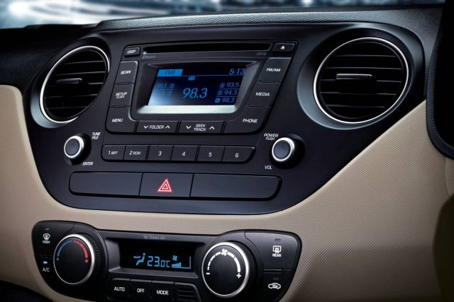 2015_HYUNDAI_XCENT_music_system&air_condition_pic-5