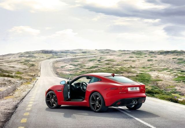 2015_JAGUAR_F-TYPE_COUPE_red_pic-5