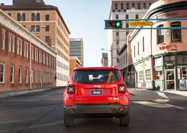 2015_JEEP_RENEGADE_front_pic-9