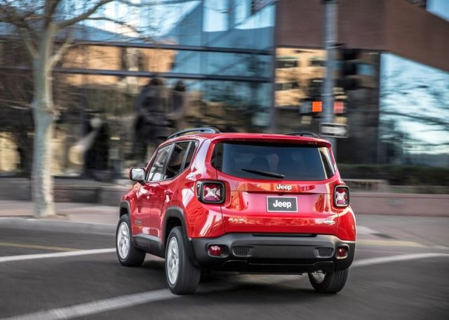 2015_JEEP_RENEGADE_rear_pic-7