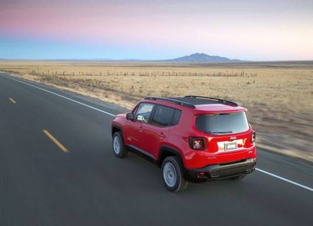 2015_JEEP_RENEGADE_rear_pic-8