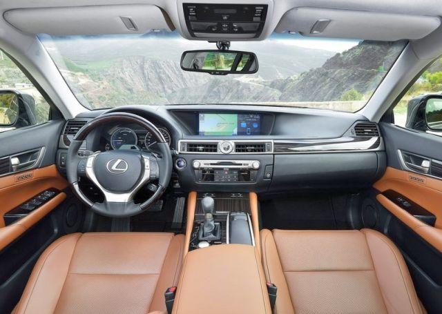 2015_LEXUS_GS_300H_steeringwheel_pic-7