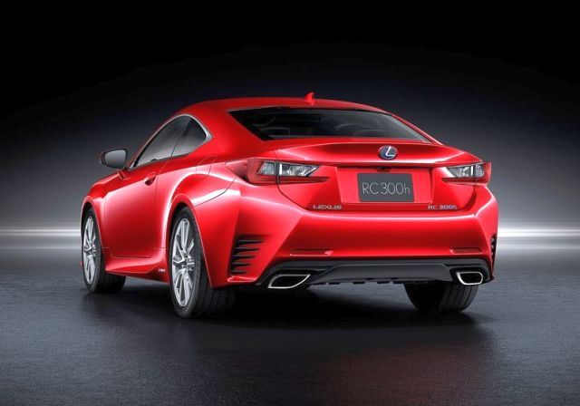 2015_LEXUS_RC_rear_pic-4
