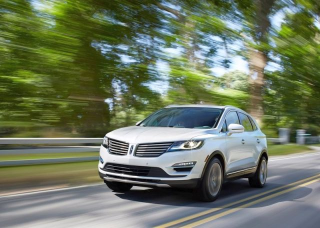 2015_LINCOLN_MKC_SUV_front_pic-3