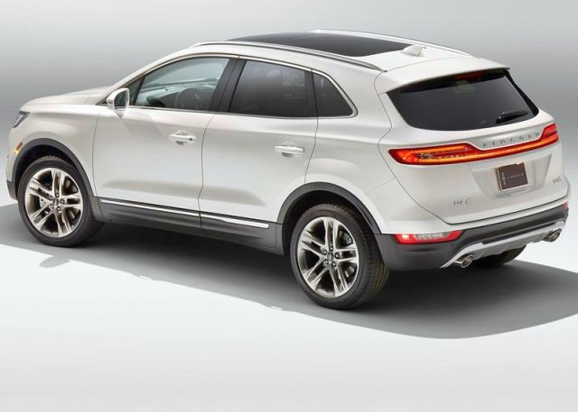 2015_LINCOLN_MKC_SUV_rear_pic-5