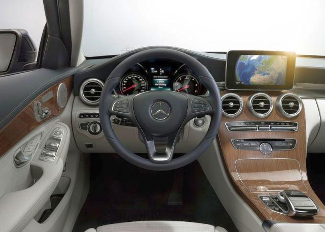 2015_MERCEDES_C-CLASS_steeringwheel_pic-18