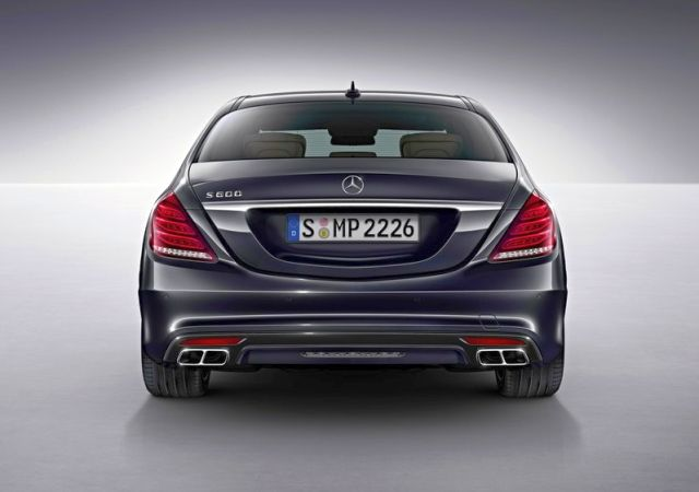 2015_MERCEDES_S600_rear_pic-5