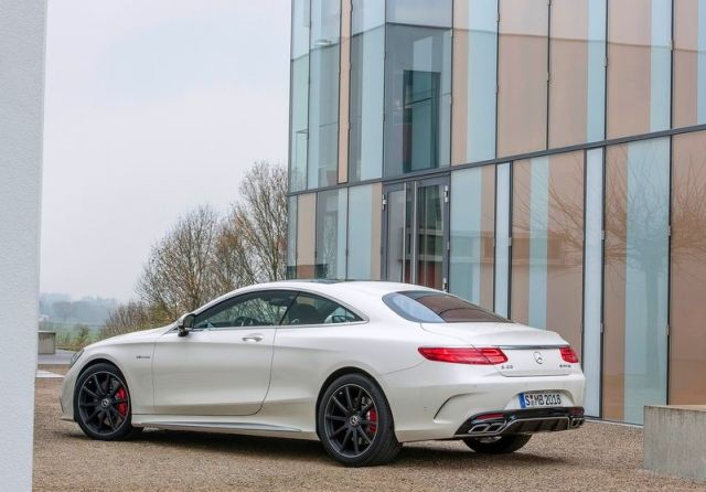 2015_MERCEDES_S63_AMG_Coupe_rear_pic-5