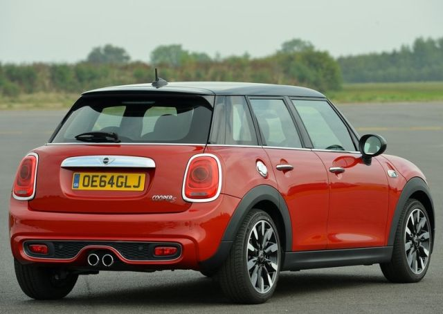 2015_MINI_COOPER_S_5 Door_pic-6
