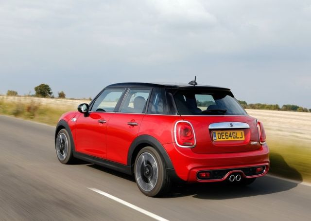 2015_MINI_COOPER_S_5 Door_pic-7