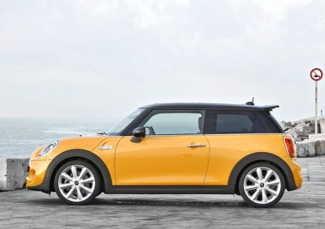 2015_MINI_COOPER_S_profile_pic-11