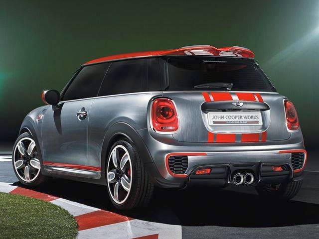 2015_MINI_JOHN_COOPER_WORKS_rear_pic-4