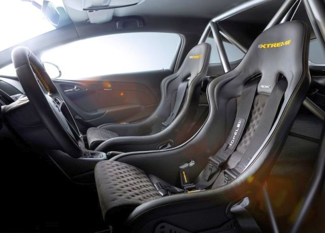 2015_OPEL_ASTRA_OPC_EXREME_seats_pic-5
