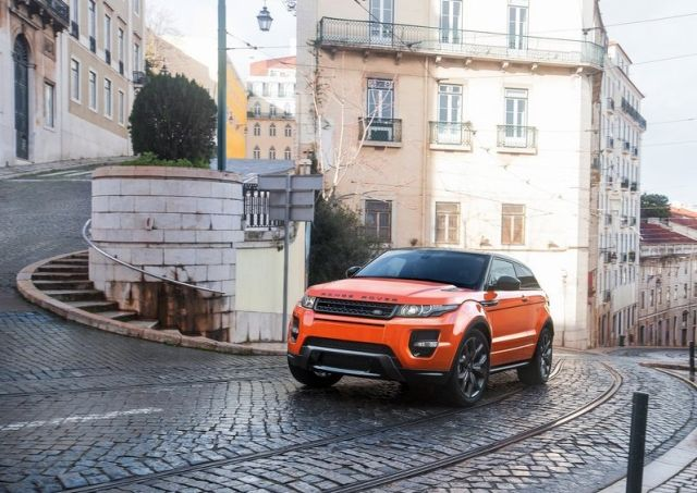 2015_RANGE_ROVER_EVOQUE_AUTOBIOGRAPHY_DYNAMIC_front_pic-4