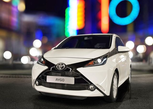 2015_TOYOTA_AYGO_front_pic-12