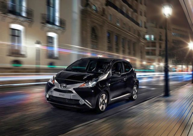 2015_TOYOTA_AYGO_front_pic-13