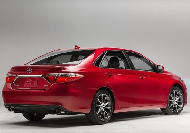 2015_TOYOTA_CAMRY_pic-2