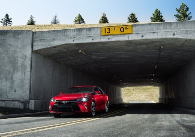2015_TOYOTA_CAMRY_pic-3