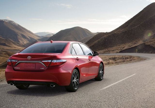 2015_TOYOTA_CAMRY_pic-4