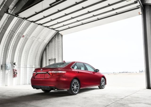 2015_TOYOTA_CAMRY_pic-5