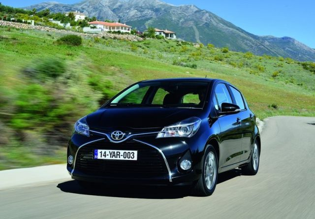 2015_TOYOTA_YARIS_restyle_pic-13