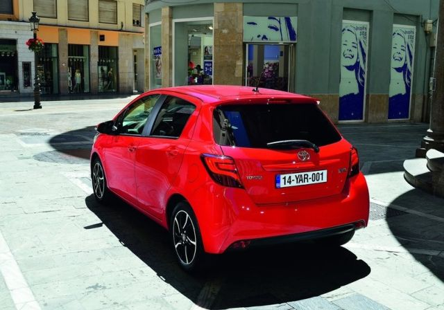 2015_TOYOTA_YARIS_restyle_pic-17