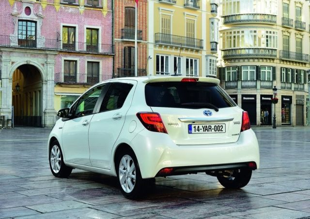 2015_TOYOTA_YARIS_restyle_pic-3