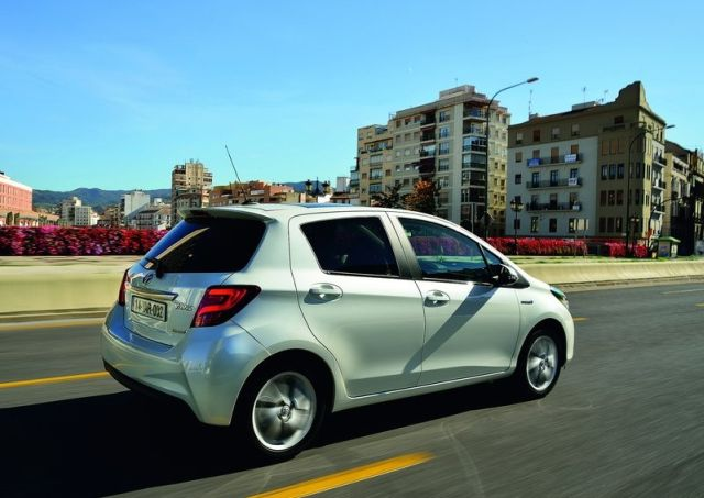 2015_TOYOTA_YARIS_restyle_pic-4