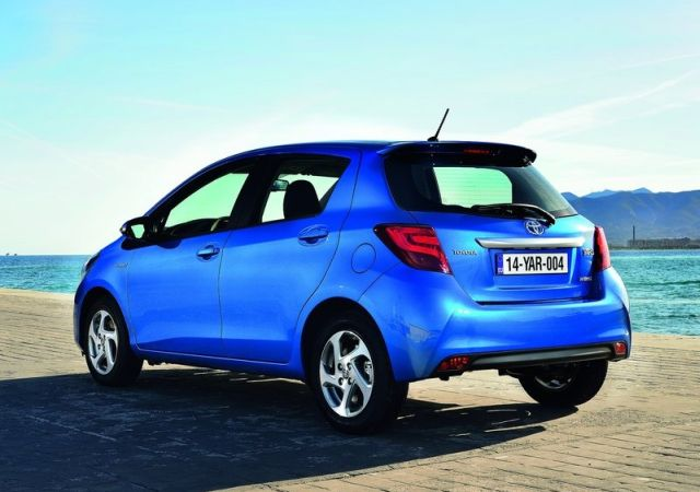 2015_TOYOTA_YARIS_restyle_pic-9
