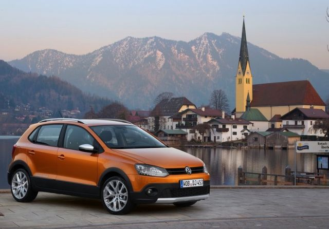 2015_VW_CROSSPOLO_front_pic-5