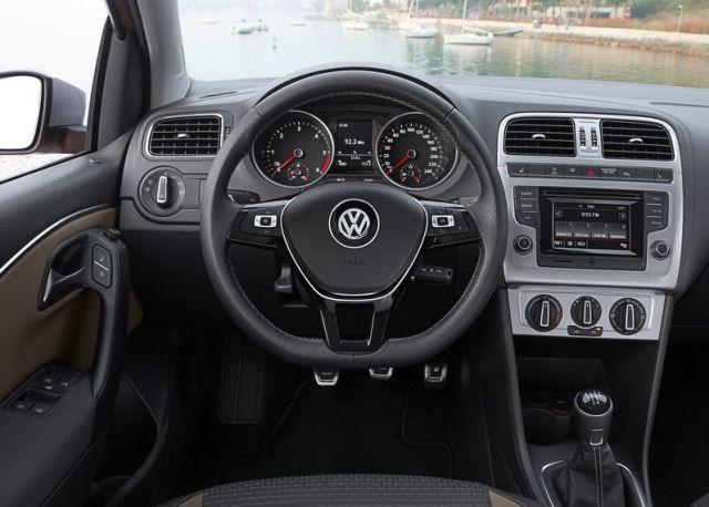 2015 VW CROSSPOLO