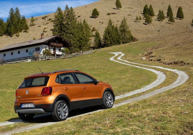 2015_VW_CROSSPOLO_rear_pic-1