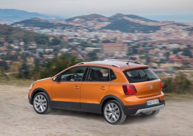 2015_VW_CROSSPOLO_rear_pic-7