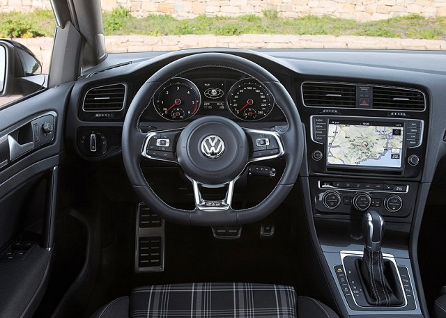 2015_VW_GOLF_GTD_VARIANT_pic-6