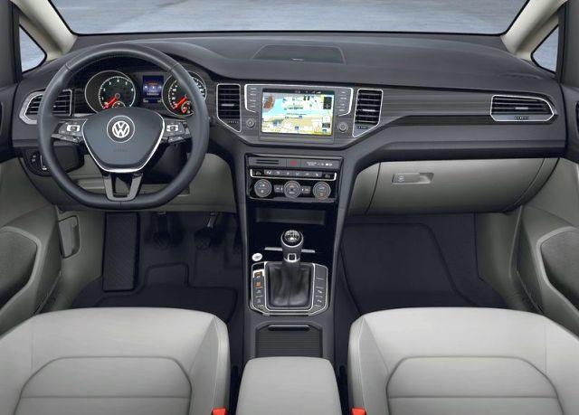 2015_VW_GOLF_SPORTSVAN_interior_pic-7