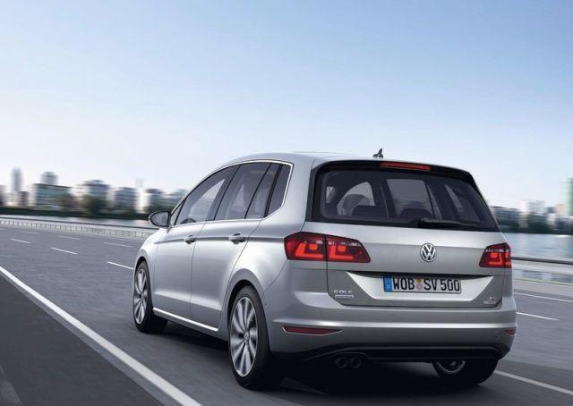 2015_VW_GOLF_SPORTSVAN_rear_pic-4