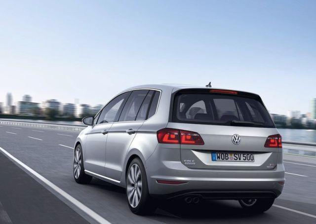 2015_VW_GOLF_SPORTSVAN_rear_pic-4