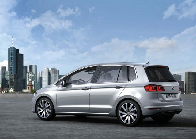 2015_VW_GOLF_SPORTSVAN_rear_pic-5