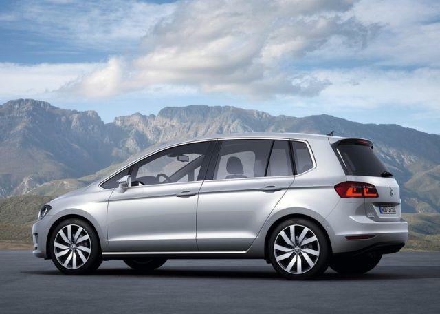 2015_VW_GOLF_SPORTSVAN_rear_pic-6