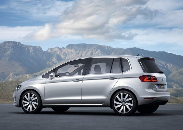 2015_VW_GOLF_SPORTSVAN_rear_pic-6