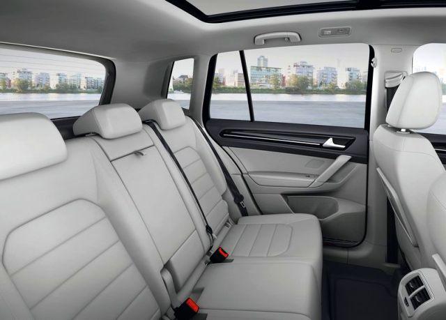 2015_VW_GOLF_SPORTSVAN_rear_seats_pic-9