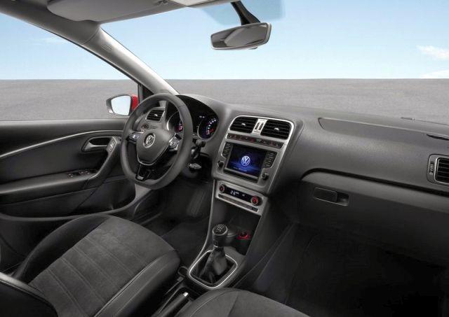 2015_VW_POLO_interior_pic-4