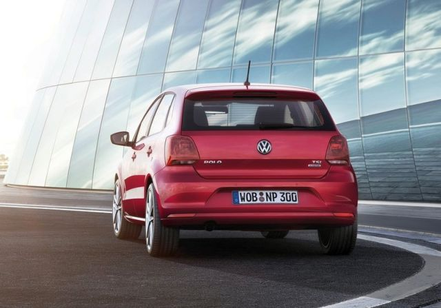 2015_VW_POLO_rear_pic-10