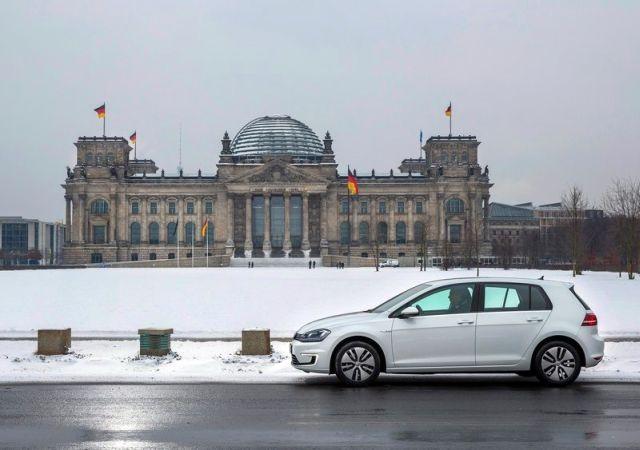 2015_VW_e-GOLF-profile_pic-4