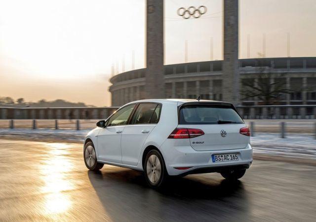 2015_VW_e-GOLF-rear_pic-12