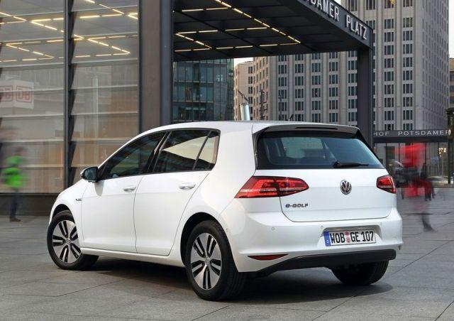 2015_VW_e-GOLF-rear_pic-13