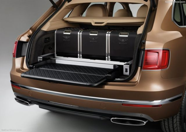 2016_BENTLEY_BENTAYGA_pic-11